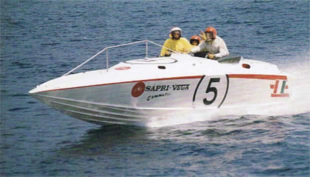 Sagitta Special dei Cantieri Sapri versione con motori VP a benzina
