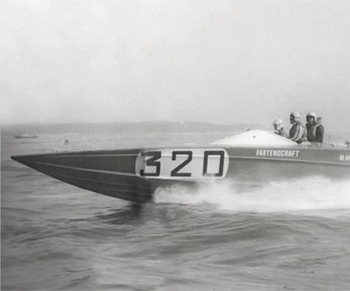 Delta 32' Hydrosonic special al debutto alla gara motonautica Cowes - Torquay del 1967