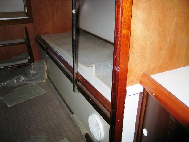 Cabina centrale divano trasformabile in cuccette Delta 33