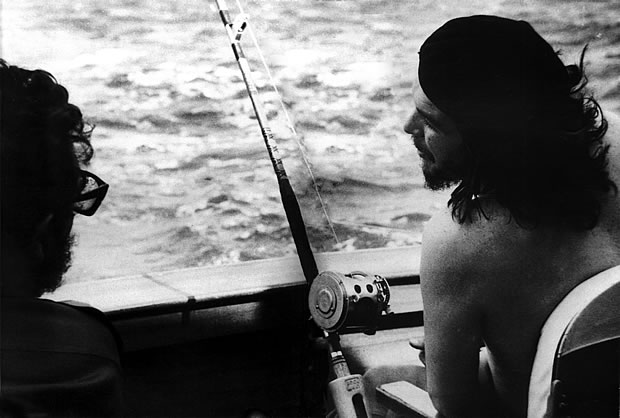 Fidel Castro & Che mentre pescano