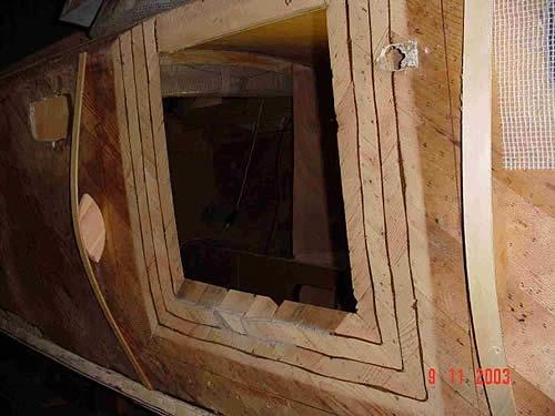 Particolare dello scafo lavorato a combaciare per ospitare le parte ricostruita