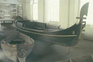 Interpretazione gondola veneziana del 1700
