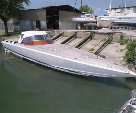 Barca veloce con carena Delta