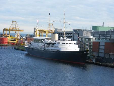 Il Britannia ormeggiato ad Edinburgo, è oggi uno dei più interessanti  esempi di nave-mueseo