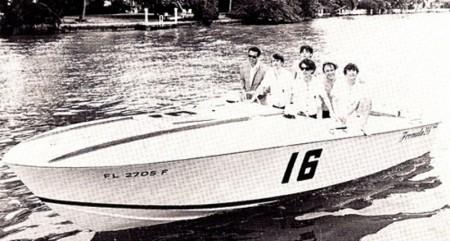Don Aronow e Beatles su uno scafo Formula a Miami
