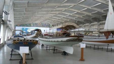 Il Salone delle Galeotte è invece una struttura moderna (1962) in cui sono esposte le Galeotte ed altre imbarcazioni significative delle tradizioni nautiche e marinaresche portoghesi