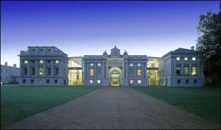 Una suggestiva immagine del Greenwich Museum al crepuscolo