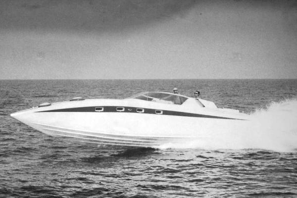 """Drago, la prima barca da diporto ad abbattere il muro dei 50 nodi con motori diesel ed eliche di superficie su progetto di Renato """"Sonny"""" Levi!"""