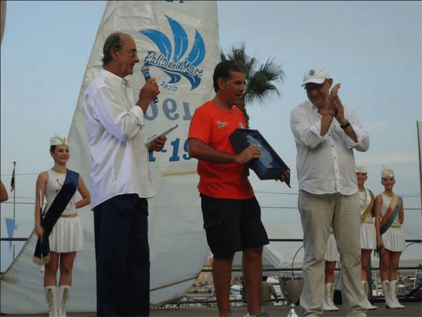 Mario de Grenet, il premiato Gianni Riccobono ed Andrea Cafà.