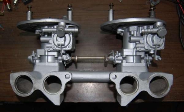 Vista collettore e carburatori lato luci testata