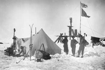 Accampamento allestito sul ghiaccio - foto ottobre 1915 b