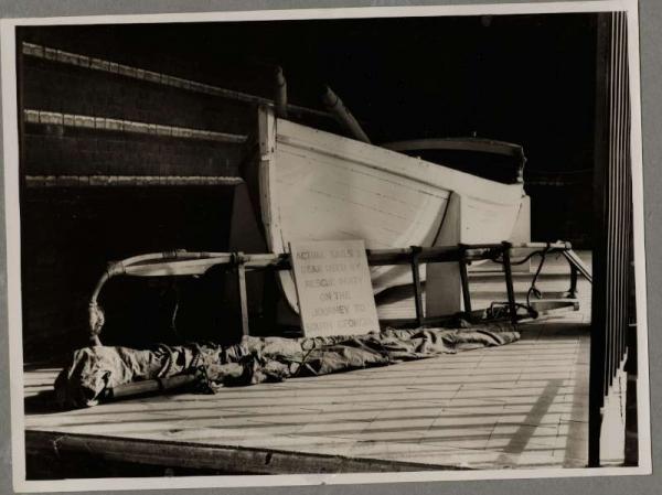 James_Caird_DC plus sledge_1934_3