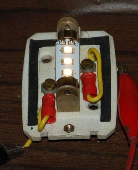 lampada-a-tre-led-tipo-luce-calda-37mm-di-lungh-in-funzione