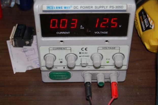 Lampada a filamento 12V - 10 watt assorbimento rilevato: 0,85 A/h