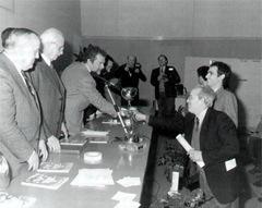 Cino Ricci premia Giorgio Barilani