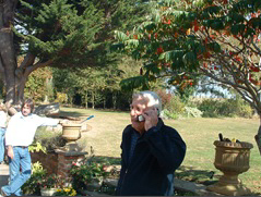 Sonny Levi al telefono con GB Frare