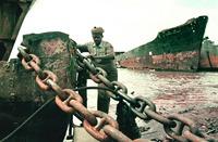 lavoratore-indiano-demolizione-navi