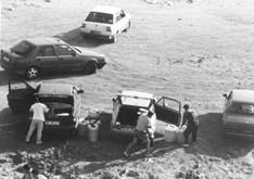 Autovetture contrabbandieri durante le fasi di scarico dai motoscafi blu