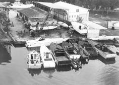 Gli scafi dei contrabbandieri ormeggiati immagine dall'elicottero GdF