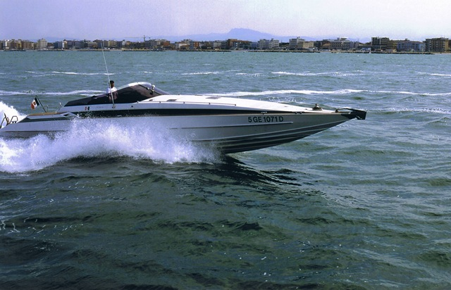 Barca classica offshore Bango & Giorgio Tognelli