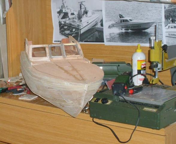 Modellismo navale una motovedetta della guardia di finanza for Piani di coperta 16x20