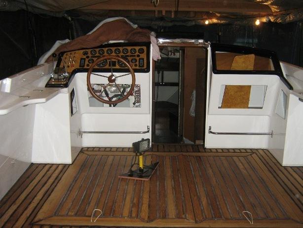 Posto di comando barca d'epoca Synthesis e pozzetto