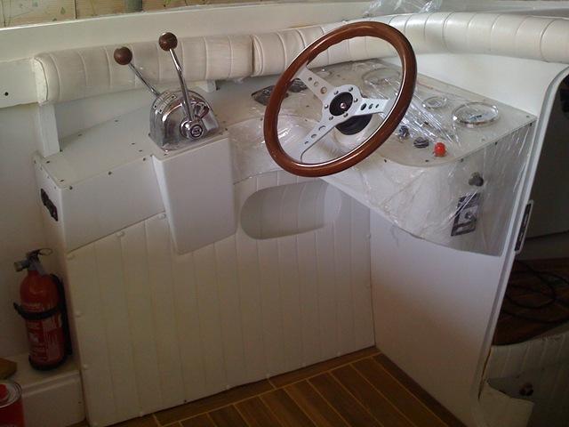 Restauro barca classica Levi: Mini Drago Italcraft Grisù pozzetto e posto di comando