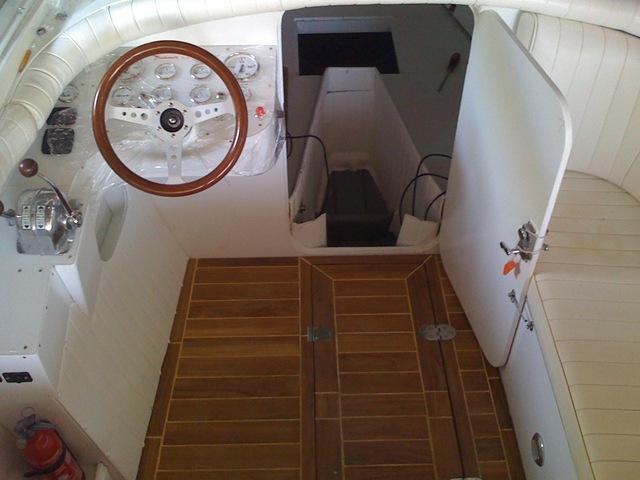 Restauro barca classica Levi: Mini Drago Italcraft Grisù - Pozzetto e posto di comando