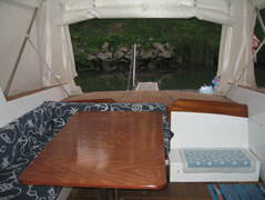 pozzetto vista divano tavolo