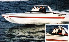 George Bush prova il nuovo catamarano da 27' progettato da Aronow con il cantiere USA Racing Team.