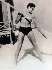 Don Aronow all'età di 17 anni quando faceva il bagnino e gli venne offerto di fare un provino a Hollywood per interpretare la parte di Tarzan.