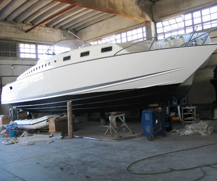 Barca classica Delta 33 step-drive; disegno di Renato Levi