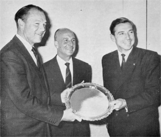 premiazione-cowes-torquay-levi1.JPG