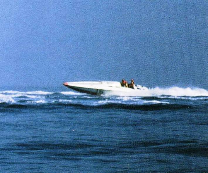 Ultima Volta - barca offshore - progetto Renato Sonny Levi
