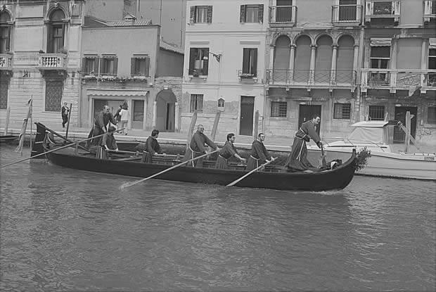 I frati della chiesa Redentor alla Vogalonga di Venezia