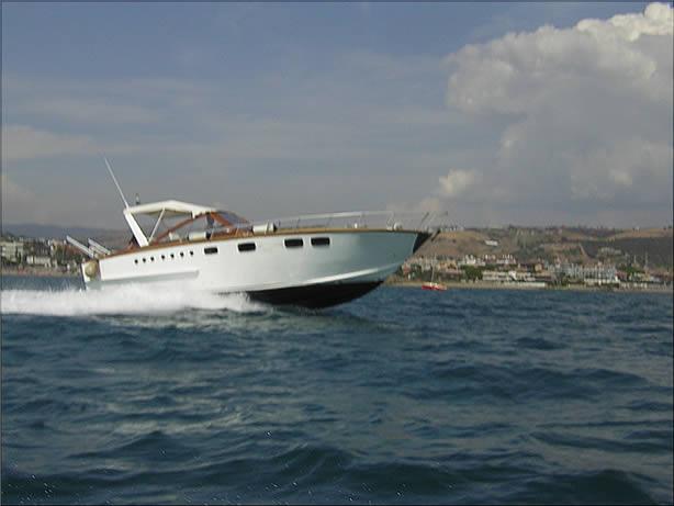 Barca Roar 35 in navigazione