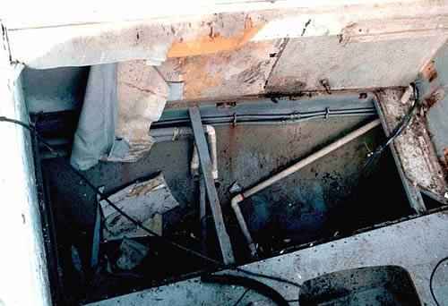 Smontaggio per restauro barca novembre 1999