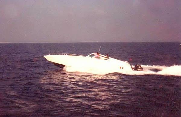 barca contrabandiera 4 motori