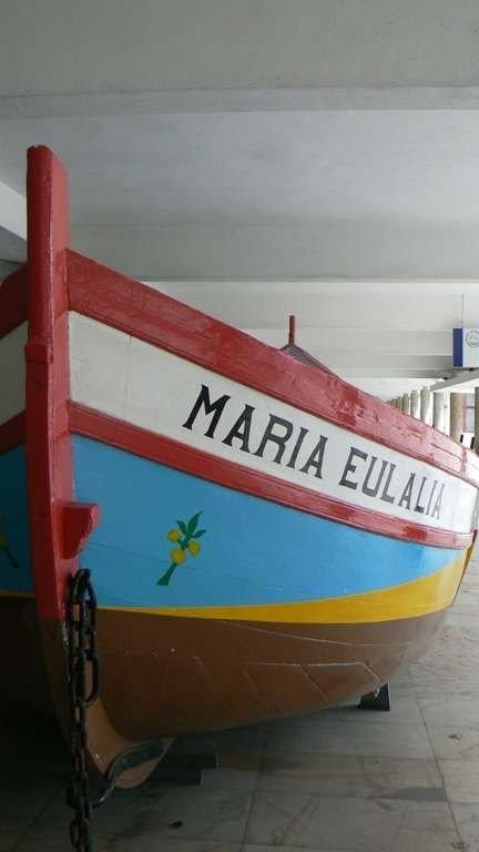 Caratteristici colori delle tradizionali barche da pesca lusitane