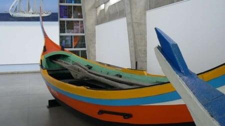 barca da pesca caratteristica per forme e colori