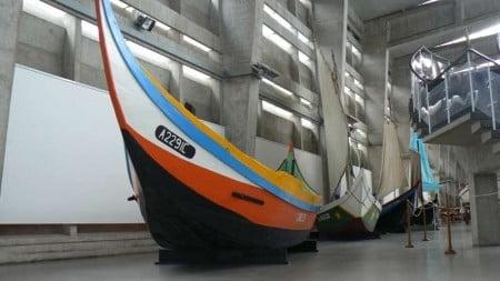 caratteristica barca da pesca coloratissima