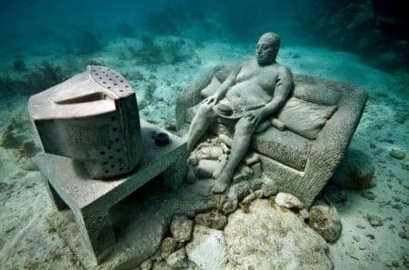 Inertia, una scultura del Museo Subacquático de Arte realizzato nelle acque di Punta Nizuc, Messico