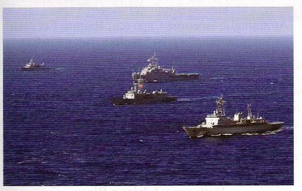 La squadra navale della marina Militare Italiana impegnata nelle operazioni di soccorso dei migranti e di sicurezza delle nostre coste