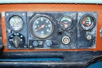 strumentazione motore prima del restauro