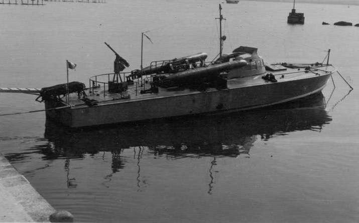 MAS 451 IN RADA AUGUSTA GIUGNO 1941