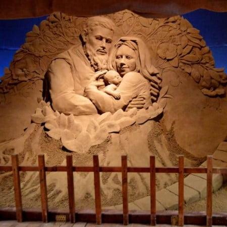 Magnifica rappresentazione in sabbia della natività