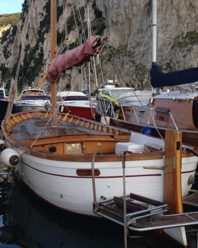 Gozzo classico aprea vela aurica motore in vendita a for Gozzo motore entrobordo