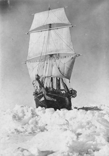 Endurance naviga tra i ghiacci