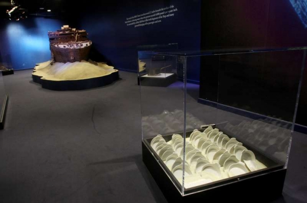 Au Gratin Dishes and Ship Model_Seabed Gallery