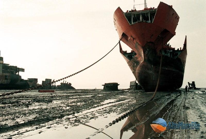 Demolizione navi su spiagge asiatiche 05